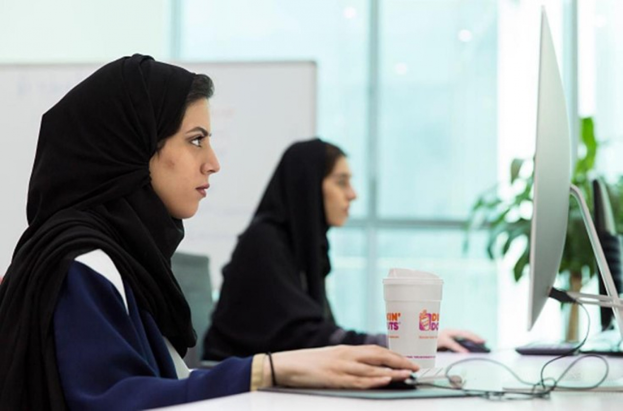 Picture of two Saudi women working on computers
