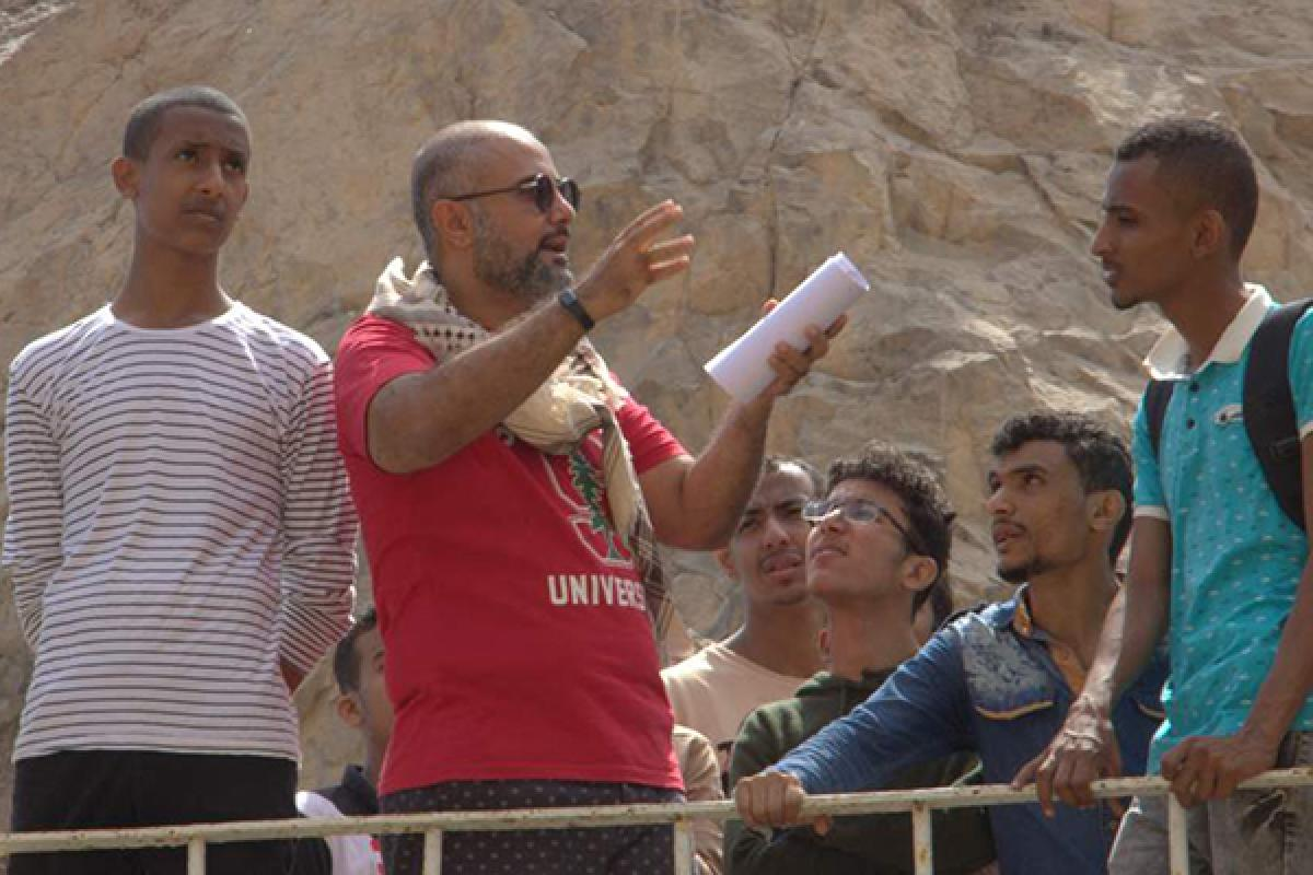 Yemeni youth in the EASP reinforce their English skills during an outing.