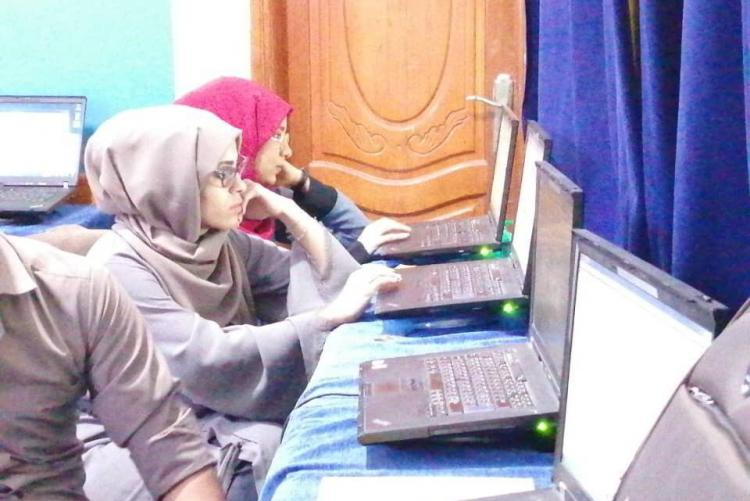 A group of students while doing a training on computer skills.