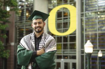 محمد الأسطل، أحد الدارسين ضمن برنامج صندوق الأمل يتخرج من جامعة أوريغون في أيار/ مايو 2020